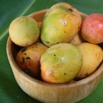 A bowl of ripe mango fruit